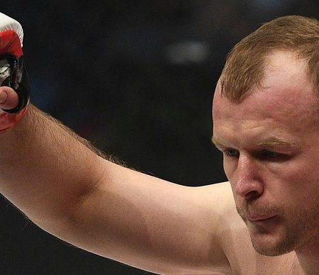 «В этой ситуации деньги решают все». Российский боец UFC осудил продажу алкоголя на стадионах