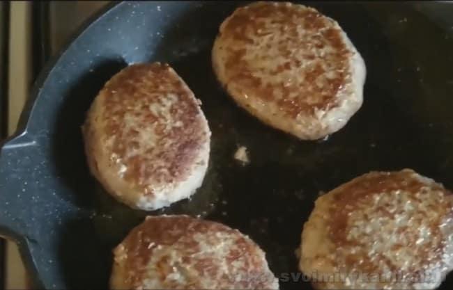 Такие котлеты из говядины и свинины получатся нежными и сочными - убедитесь в простоте рецепта.