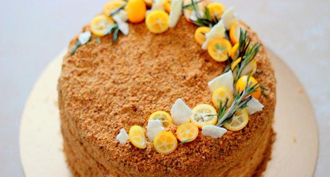 Пошаговый классический рецепт медового торта Рыжик с заварным и сметанным кремом
