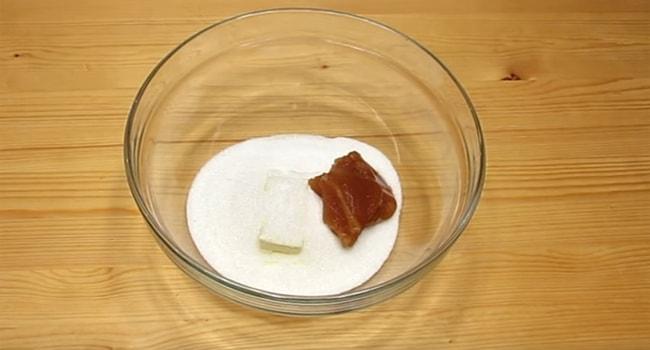 Готовим тесто для классического торта Рыжик
