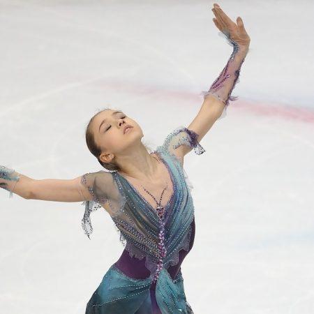 «Девочка на шаре» Камила Валиева выиграла юниорский чемпионат России по фигурному катанию в Саранске и едет покорять мир