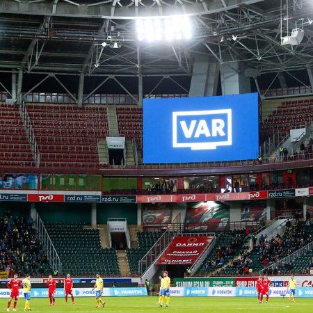 Год системе VAR в России: Видеоповторы убьют футбол или спасут