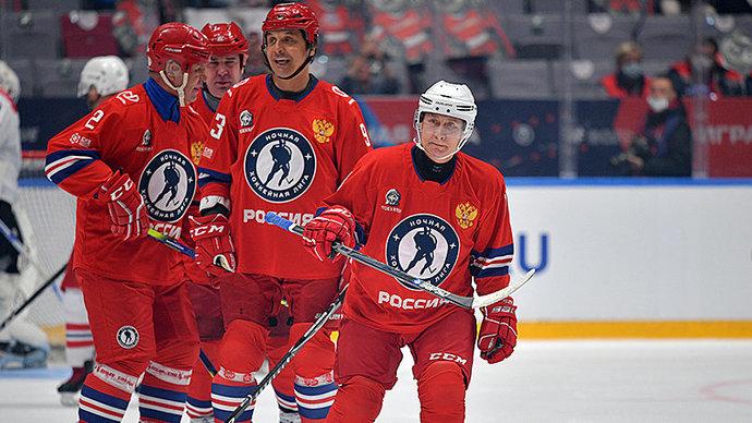 Путин выиграл стартовое вбрасывание и забросил первую шайбу в гала-матче Ночной хоккейной лиги